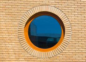Rundfenster verfügen über ein individuelles Design und gelten in der Architektur als Hingucker.