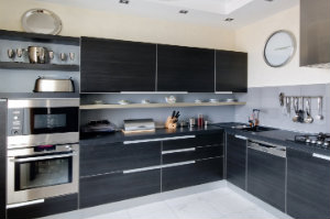 Eckküchen eignen sich hervorragend für kleine Wohnungen, da die L-Form eine optimale Nutzung des zur Verfügung stehenden Raums garantiert.