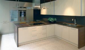 Der Besuch einer Küchenausstellung hilft bei der Wahl einer passenden Küche.