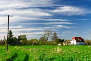 Plant man, ein Grundstück zu erwerben, sollte man erwägen, einen etablierten Makler dafür zu beauftragen.