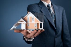 Wer ein Objekt kaufen oder veräußern möchte, sollte einen erfahrenen Immobilienmakler suchen.