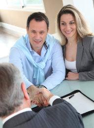Der Vermittlungsmakler übernimmt umfangreiche Aufgaben.