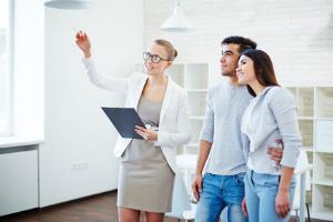 Wer eine Immobilie verkaufen will, sollte sich an einen erfahrenen Immobilienmakler wenden.