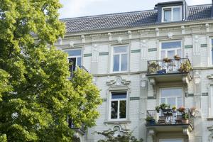 Mehrfamilienhaus verkaufen: Ist ein Makler wirklich nötigt?