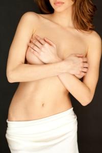 Eine Brustverkleinerung kann Rückenschmerzen lindern und eine schlaffe Brust neu formen.