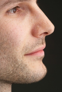 Die Nase ist der Mittelpunkt des Gesichts und prägt dessen harmonische Strukturen.