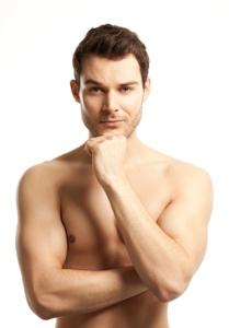 Auch für Männer gibt es zahlreiche Schönheitsoperationen, die das Selbstwertgefühl erheblich steigern können.