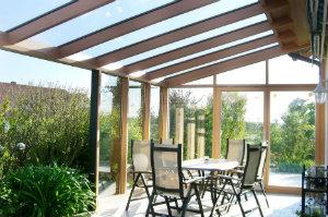 Die Bliemel WintergartenBau GmbH fertigt Wintergärten, Überdachungen und Glasfassaden.