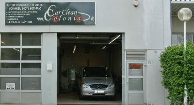In Köln-Rodenkirchen bietet Car Clean Colonia Fahrzeugaufbereitung und Pflege von Hand an.