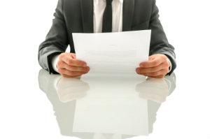 Ein Anwalt ist für die Reaktion auf eine Abmahnung qualifiziert und kann Mandanten den nötigen Schutz bieten.