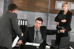 Wer eine außerordentliche Kündigung erhält, sollte schnell reagieren.