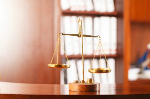 Für eine Kündigungsschutzklage am besten einen Anwalt kontaktieren.