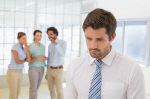 Mobbing am Arbeitsplatz sollte man nie unbeantwortet über sich ergehen lassen.