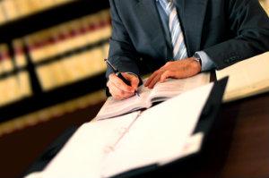 Bei jeglichen Fragen bezüglich des Arbeitsrechts in Deutschland ist sowohl für den Arbeitnehmer als auch für den Arbeitgeber ein Anwalt für Arbeitsrecht die richtige Anlaufstelle.