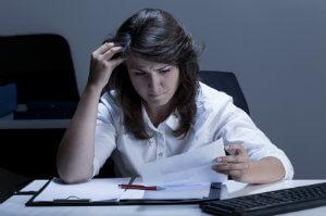 Unbezahlte Überstunden sind hierzulande gang und gäbe – viele Arbeitnehmer lassen sich jedoch mehr Arbeit aufhalsen als erlaubt.