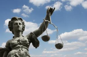 Mit Rechtsanwalt zum Recht – auf bewertet.de passende Rechtsanwälte finden.