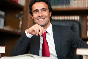 Ein Anwalt für Zivilrecht kennt sich oft in vielen Rechtsbereichen aus.