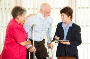 Wenn es um Schmerzensgeld geht, ist ein Anwalt der richtige Ansprechpartner – Mandanten profitieren oftmals von höheren Beträgen.