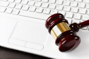 Das Internt ist kein rechtsfreier Raum – ein Rechtsanwalt, der auf die Netzwelt spezialisiert ist, ist Mandanten im Ernstfall eine große Hilfe.