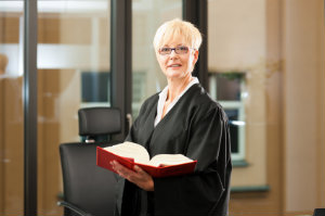 Ein zuverlässiger Rechtsbeistand durch einen Anwalt erhöht die Erfolgschancen vor Gericht.