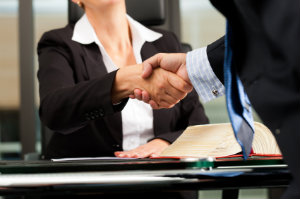 Wer sich an einen Rechtsanwalt wendet, erhält eine kompetente Beratung ist juristisch auf der sicheren Seite.