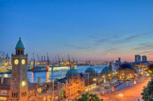 Ein Steuerberater in Hamburg bietet seinem Mandanten gute Zukunftsaussichten.