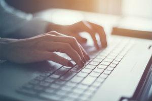 Sich mit einem Steuerberater online in Kontakt zu setzen, zahlt sich für den Mandanten oft aus.