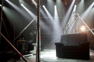 Bühnenbauer sorgen für den Aufbau und Abbau von Bühnen bei diversen Events.