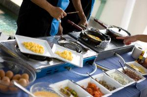 Beim Front-Cooking wird das Essen direkt vor den Augen der Gäste zubereitet.