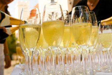 Hochzeitscatering kann verschiedene Leistungen beinhalten.
