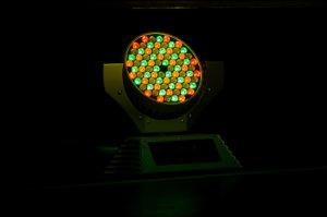 """Die Veranstaltungstechnik verwendet auch """"intelligentes Licht"""" mit beweglichen Scheinwerfern."""