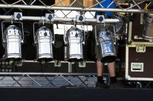 Stagehands sind als Aufbauhelfer bei Veranstaltungen aller Art im Einsatz.